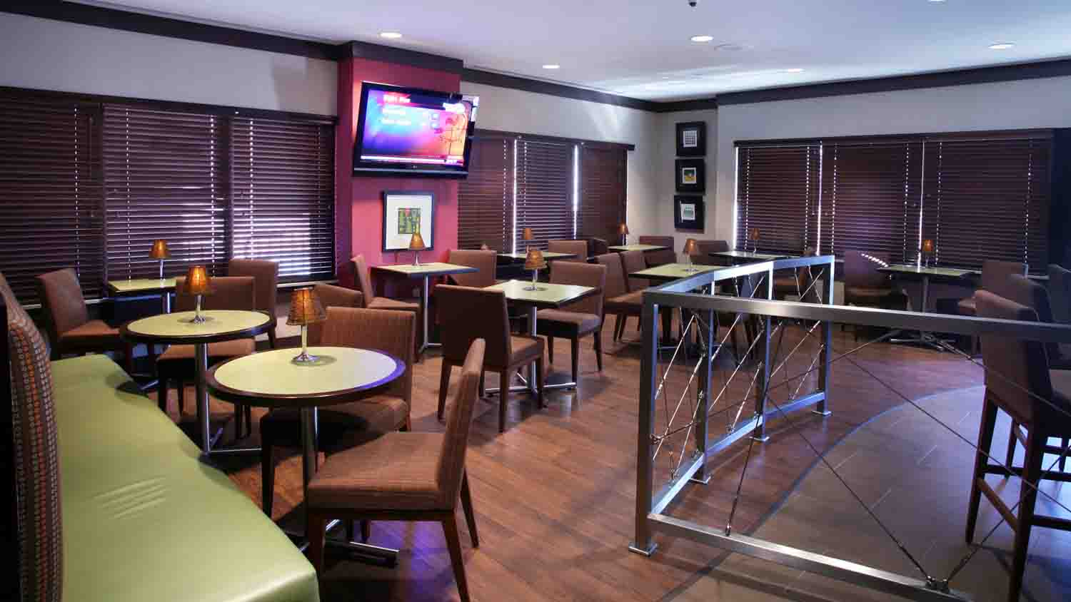 Comfort Suites Indianapolis City Centre 6