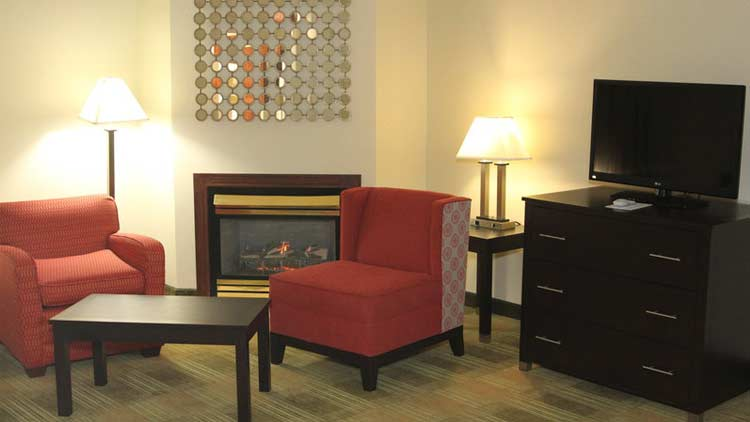 Holiday Inn Express & Suites West Indianapolis Airport 3