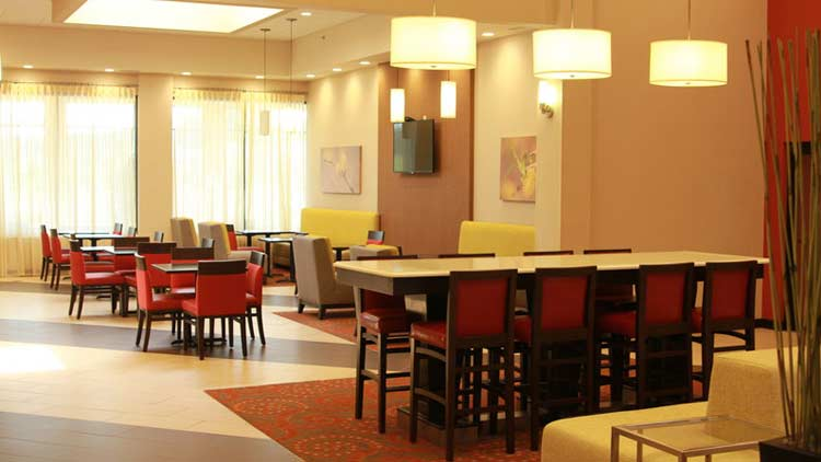 Holiday Inn Express & Suites West Indianapolis Airport 9