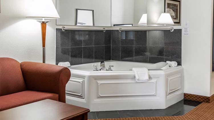 Comfort Suites Indianapolis Airport 6