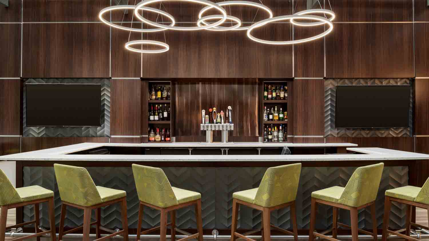 E'Terie Bar & Grill at Embassy Suites Hotel Downtown 1