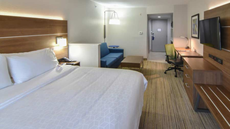 Holiday Inn Express & Suites Indianapolis Northwest 4