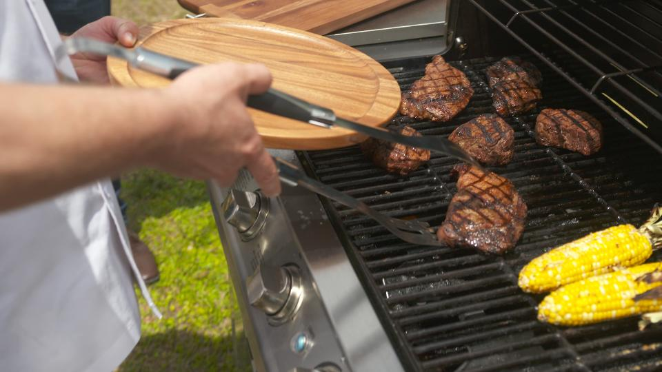 LongHorn Steakhouse - Grilling Advice from Certified Grill Masters